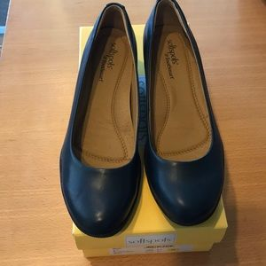 Very Comfortable Softspots Navy Savannah Shoes